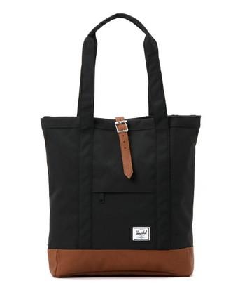 ちょっとしたお出かけにもぴったりの大き目トートバッグです。ストラップとジッパーの持ち手部分はレザーなので、高級感もあります。