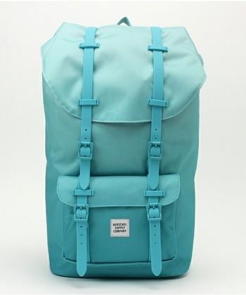 クラシックなデザインのバッグですが、ほとんどのアイテムで10種類以上のカラー・柄バリエーションを取り揃えており、自分好みの一品を見つけることができます。