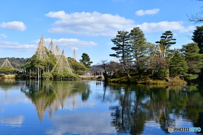 日本を代表する三名園の1つが、ここ「兼六園(けんろくえん)」。広大な園内には、意匠を凝らした庭が広がり決して見飽きません。四季折々の異なる表情を楽しみたくなります。