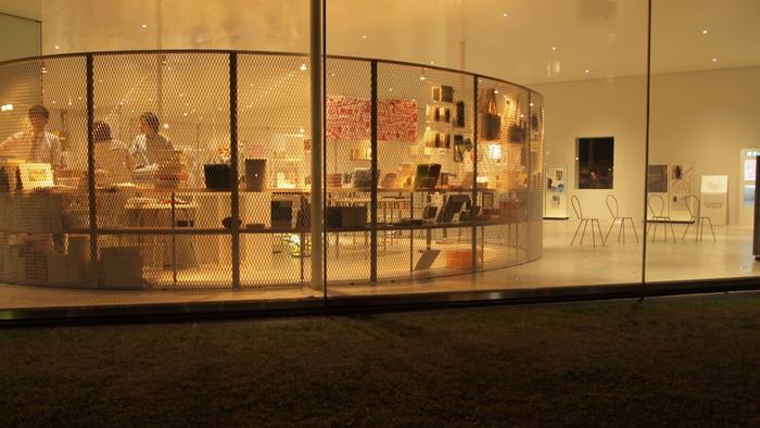 ミュージアムに訪れたら、ミュージアムショップもじっくり覗きましょう。お土産や、記念になる品と出会えるかも。