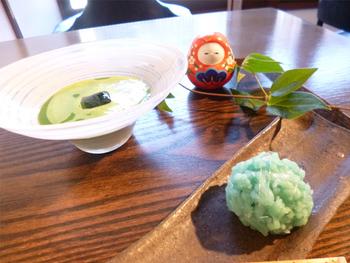 季節毎に変わる上生菓子といただくお茶は、日本人で良かったと思わされる時間です。