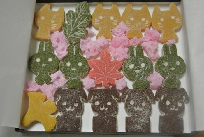 こちらの動物モチーフの千菓子は、なんだか食べるのが勿体ないくらいに可愛らしい雰囲気です。 「僕はネコ~♪」「私はウサギ~!」そんな声が聞こえて来るようです!
