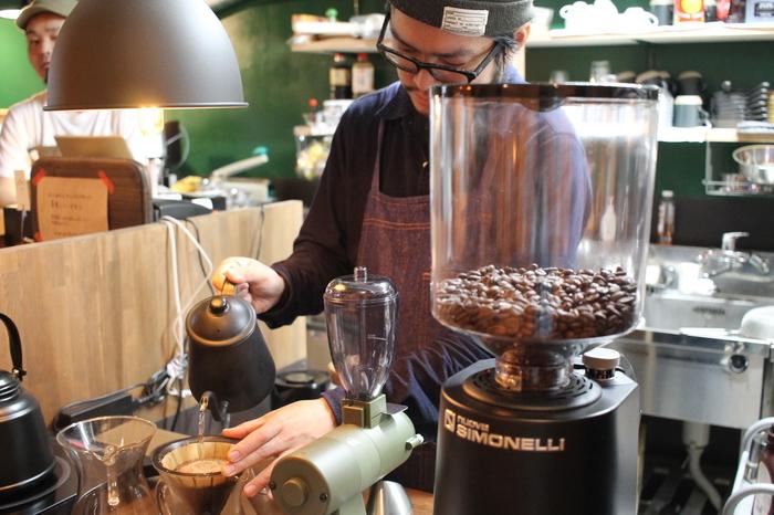 ドリンクメニューは、ハンドドリップ式で淹れる「DRIPCOFFEE]やエスプレッソ、フレーバーラテ等の他、紅茶やジュース等。