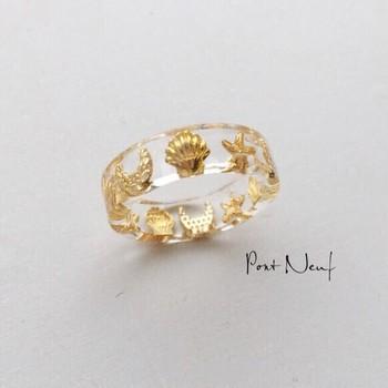 こちらはPont Neufさんの作品。レジンで指輪も作れます!指輪型のソフトモールドを使って作ります。