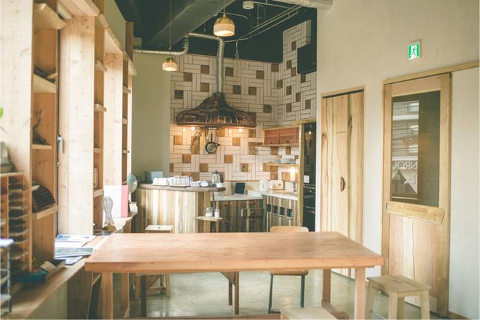 写真は共有スペースのキッチン。広々として使い勝手も良さそうです。