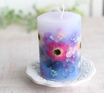 特別に好きな花を選んだり、季節の花を感じたり、インテリアに飾るにも手軽に雰囲気を変えられます。