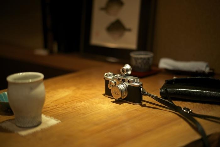 1868年にライツ社を経営したエルンスト・ライツ(Ernst Leitz)。 ライカとはLeitz + Camera = Leicaという意味なんです。もともと会社は「ライツ社」という名前でしたが、ライカが有名になると「ライカカメラ社」となりました。