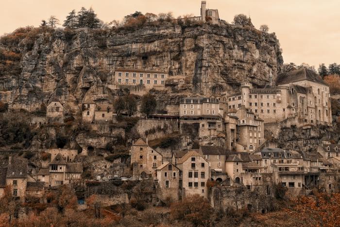 世界遺産にもなっているフランス・ロカマドールの断崖。Leicaだからこその迫力ある作品に仕上がっています。(Leica M9)