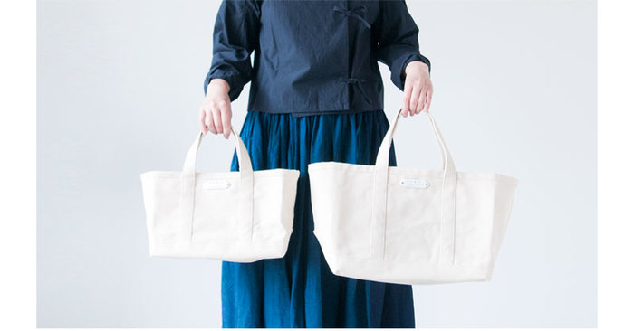 そんな、使い勝手も優秀なトートバッグ、皆さんもうすでにお気に入りのものを見つけているとは思いますが・・・。時々、このバッグの持ち手がもう少し長ければいいのに・・・とか、お気に入りのこの布のトートバッグがあればいいのに・・・と想像することはありませんか?  そう考えると、なかなか自分にピッタリ!というものは見つけにくいのかも・・・。 そして、そんなお悩みを解決してくれる夢のトートバッグがあるとしたら!?