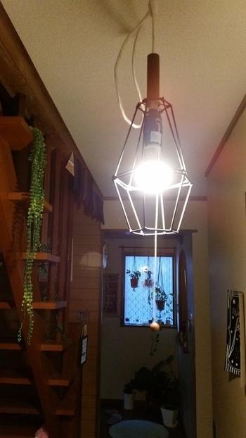 アイアン風のライトシェードは、実は竹ひご製。おしゃれな空間を演出できそうですね♪