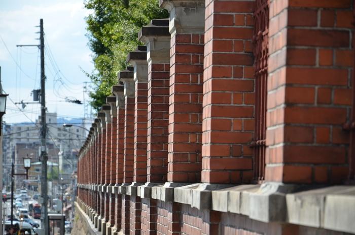 """七条界隈は道幅も広く、""""自転車""""の走行も快適です。七条界隈をぐるりと周るのなら、サイクリングもお勧め。  河原町七条交差点近くに電動自転車をレンタルするショップ「京の楽チャリ 七条店」があるので、活用しましょう。 JR京都駅周辺には、レンタサイクル店が数々あります。駅前から乗るのなら、以下サイトで探しましょう"""