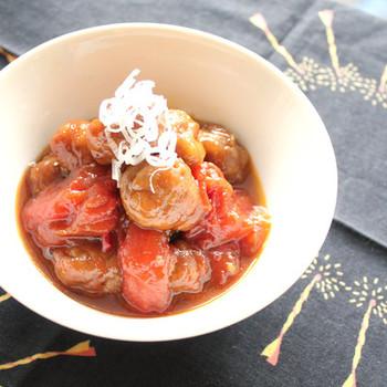 夏バテ対策にもおすすめの黒酢料理。ころころお肉とトマトのサッパリとした味わいが食欲をそそります。