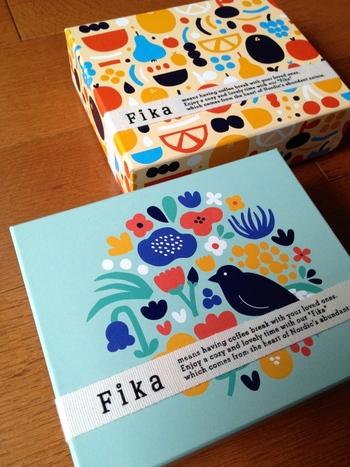 上記のキッチンクロスのデザインをされたデザイナーのフィンランド出身のLeena Kisonen(レーナ・キソネン)さんは、Fikaのパッケージもいくつかデザインされていて、どれもまあるいフォルムが大らかで可愛らしい。北欧らしさあふれるデザインです。