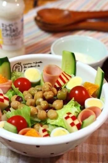 食卓の野菜サラダに細かくカットして入れても♪とっても鮮やかです。