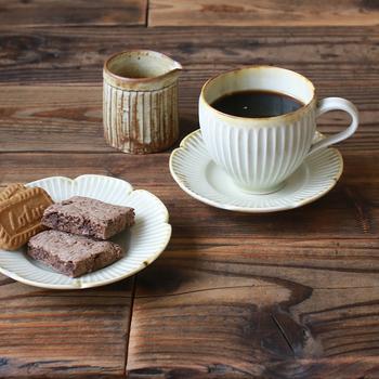 コーヒーに、紅茶に。マグカップはどんな風にしまっていますか?毎日使うからこそ、取り出しやすく片付けやすい収納にしたいですよね。