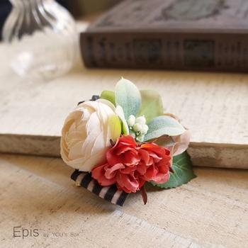 造花やリボンを使って、おしゃれなコサージュをつくってみませんか。