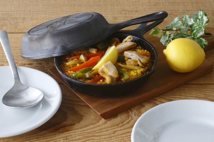 9インチの外径は22.9cm。アヒージョなど、おもてなしの一品料理にも大活躍です。