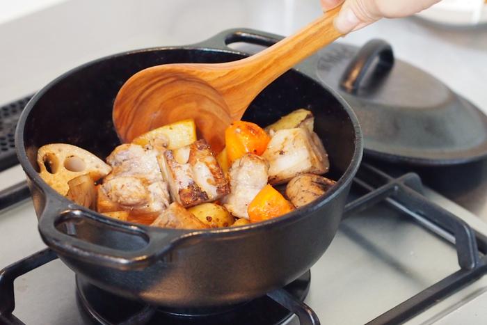 憧れのダッチオーブン。ロジック サービングポット 直径20センチの2キロなら自宅でも十分使えますね。