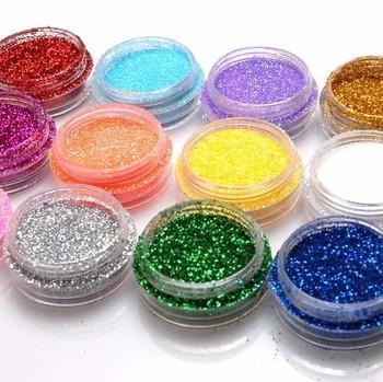 UVレジン専用の着色剤やラメパウダーを混ぜることで、好きなカラーに色付けすることもできます。