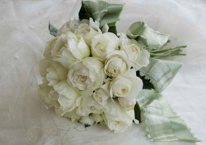 バラひとつ取っても、何種類もの取り扱いがあるそう。他にない珍しい花も多く、時には生産地へ足を運び素材を探すことも。