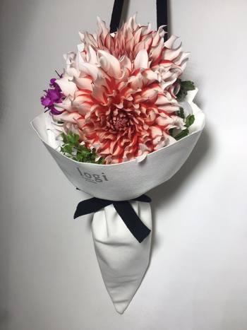一輪でもサマになるお花のチョイスなど、個性的なブーケが欲しいリクエストにこたえてくれます!