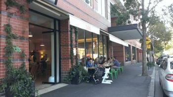 シドニーにはダーリングハースト店の他、サリーヒルズ店、ボンダイビーチ店があります。