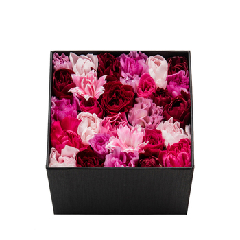 ニコライバーグマンといえば、代表的なフラワーボックス。 箱を開けると、お花が顔をのぞかせます。 フタを開けるドキドキ感、そして開けた後の顔は? 女子の笑顔の鉄板です!