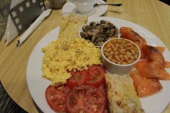 こちらもおいしいと評判の朝食メニュー。さすがオーストラリア、ボリューミーですね!