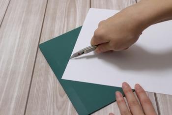 画用紙があれば、あとは工夫次第でペンやマスキングテープなど、すでに持っているモノで素敵なメッセージカードが作れます。気持ちを伝えるためには、見た目も大切です。
