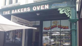 サーキュラー・キー駅近くにある「The Baker's Oven Cafe(ベーカーズオーブンカフェ)」。アメリカのクリントン前大統領も利用したことがあるんだとか!