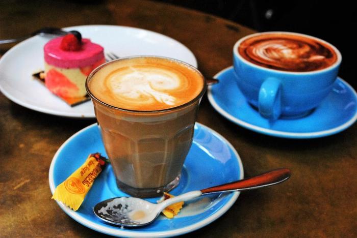 そんなコーヒー文化が根付いているオーストラリアでは、スターバックス社も「オーストラリアの洗練されたコーヒー市場において苦戦を余儀なくされた」と、幾つかの店舗を残して撤退したほど! 今回はそんなコーヒーラバーが集うシドニーのおすすめカフェを紹介します。 ぜひ旅行に出掛ける際の参考にして下さい。