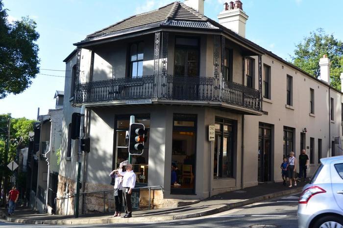日本でも人気があり、いつも行列ができるパンケーキ店「ビルズ」。その第一号店がシドニーのダーリンハースト店です。