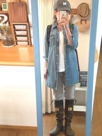履いてみるとこんな感じです。 柔らかく、いわゆる長靴のゴワゴワした感じがありません!