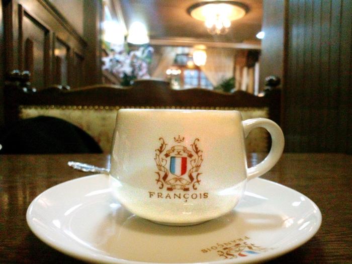 ぽってりとした丸みのあるコーヒーカップの可愛さ!