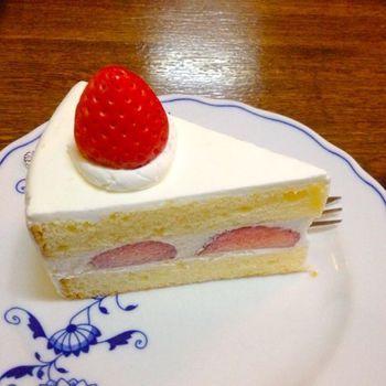正統派な見た目のイチゴのショートケーキ。シンプルで美しい! メニュー価格は比較的リーズナブルです。