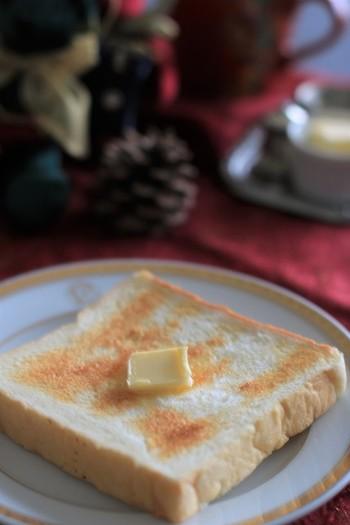 2日後くらいなら、迷わずトーストしても絶対に美味しいに決まっています。 カリっと焼けた表面と、モチモチフワフワの食感!まさしく高級トースト!