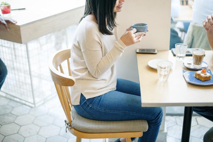 スウェーデンで「Fika(フィーカ)」とはお茶の時間、ちょっとしたコーヒーブレイクの意味で用いられるようです。友人や家族、同僚とフィーカを楽しむ、なんて感じに使うんです。ゆとりがあってとても素敵な習慣ですね。