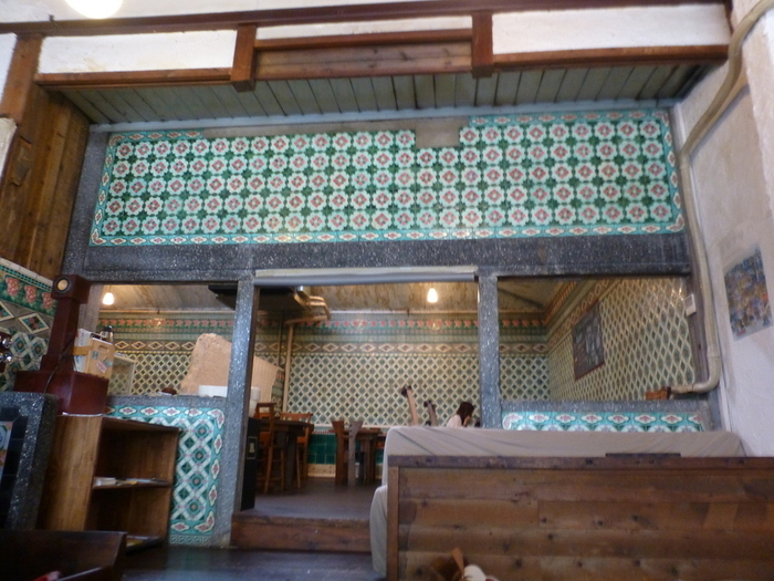 どことなくサイケデリックな雰囲気が純和風の店内と不思議に調和しています。 京都の喫茶店だからこそ為せる技なのでしょうか。