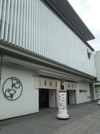 鎌倉の一番有名なお土産と言っても過言ではない、「豊島屋」の鳩サブレーもおすすめのお土産の一つです。鶴岡八幡宮の参道沿いの本店は商品の品数も豊富で、一度訪れる価値ありです。その他に大仏前にも店舗がありますよ。