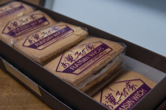 パッケージに描かれているお菓子の家、小川軒はまさにそんなお店です。洋菓子がお好きな方へ、是非お土産にいかがですか?