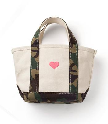 日本の店舗では手に入りづらいこともある大人気のカモフラ柄ですが、アメリカの公式サイトでゲットすることも可能です。人気のカラーや柄は在庫がないことも多いのでこまめにチェックしてゲットするほか、アメリカのサイトで購入するという方法もいいですね!刺繍ももちろん頼めます。