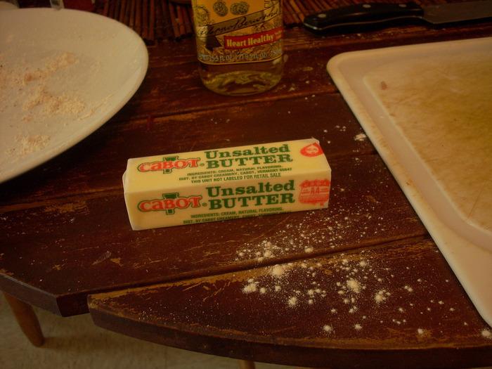 """ウォーカー社のショートブレットのような濃厚な味わいを目指すのなら、セオリー通りバターを使用しましょう。ポイントは、""""無塩バター""""を使用すること。そうすれば、塩加減を微調整できるので自分好みの味をつくりだすことができます。"""