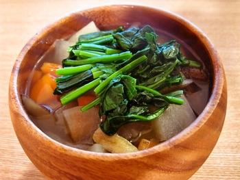 秋~冬にかけて旬を迎える根菜類を使ったスープです。時間がたってもおいしく頂けるので、1年中楽しめますよ。