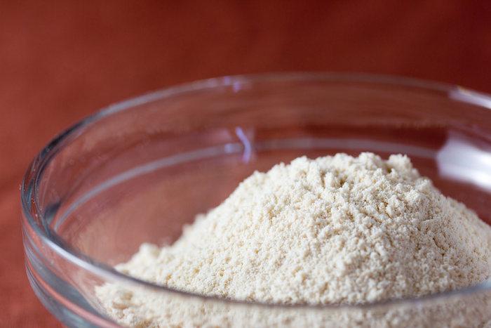 """""""小麦粉の代用品""""として注目されている大豆粉を使えば、糖質を控えめにしたヘルシーなショートブレットをつくることができます。"""