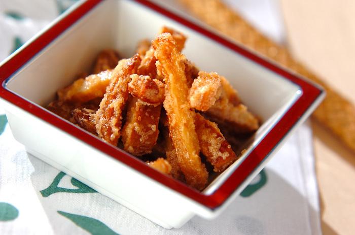 さつま揚げを明太子で和えた簡単レシピ。明太子の塩味とさつま揚げの甘さがマッチング。マヨネーズも入ったお酒にも合い、小腹がすいた時にもパパッと作れる簡単レシピですよ。