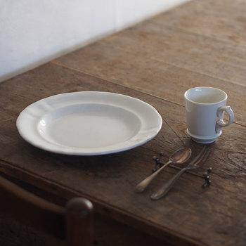 雑貨にテーブルウェア。次に来たときにはもうなくなっているかもしれない…。お気に入りのアンティーク品との出会いって、他にはない特別なものに思えます。