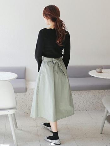 丈が中途半端なので、コーデのバランスがちょっと取りにくいと感じている人も多いのではないでしょうか?そんなミモレ丈スカートですが、ポイントさえ押さえればすっきりと着こなすことができるんです。さっそく、ミモレ丈スカートを使った女性らしいステキなコーディネートをご紹介します。