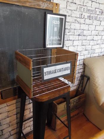 木材と組み合わせてストレージボックスに。100均のワイヤーネットで作ったとは思えません。