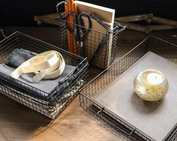 カッコいいワイヤーバスケットもなんと焼き網1枚でできるのです。黒にペイントすれば、まるでアイアンのよう。何個も作りたくなりますね。