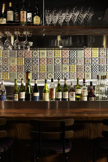 ワインもフランス産からニューワールド産、希少なギリシャ産まで、ワイン好きも満足できる品揃え。
